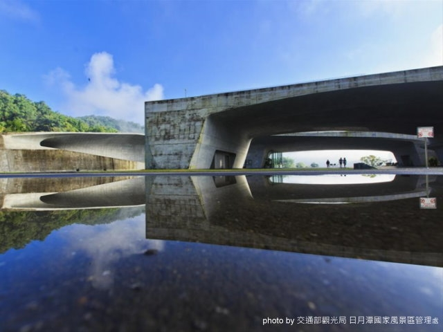 Where we go for the first place of the  chartered tour SUN MOON LAKE?